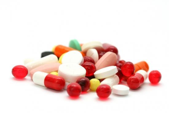 Bunte Pillen - Beim Natural Bodybuilding wird auf die Verwendung von Dopingmitteln verzichtet (Quelle: Shutterstock/My Good Images)