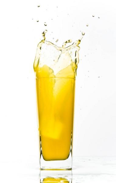 Schorle liefert wertvolle Mineralstoffe (Quelle: Shutterstock/stishok)