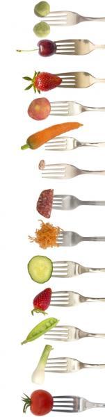 Vitamine auf Gabeln (Quelle: Shutterstock/vesna cvorovic)