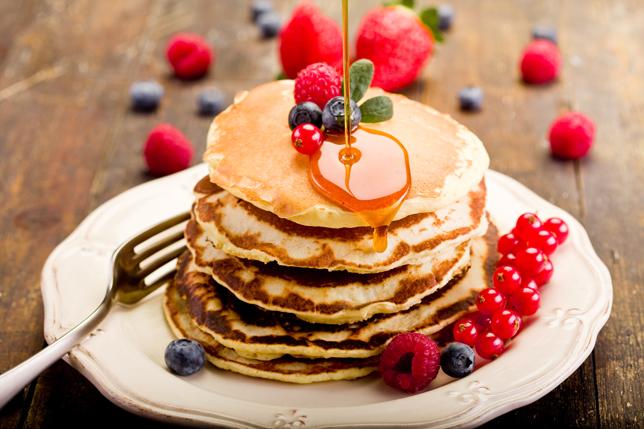 Pancakes mit Karamellsirup (Quelle: Shutterstock/Francesco83)