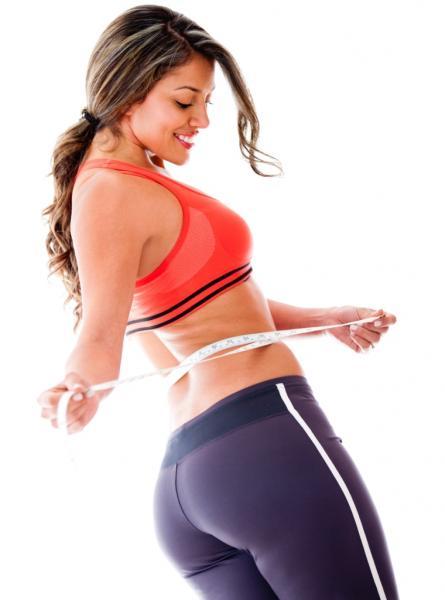Frau mit Maßband am Bauch (Quelle: Shutterstock/Andresr)