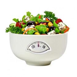 Gemüse in einer Schüssel (Quelle: Shutterstock/M. Unal Ozmen)