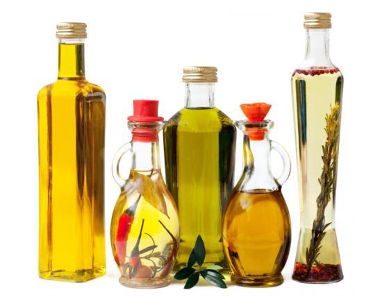 Pflanzenöle enthalten Vitamin E (Quelle: Shutterstock/yamix)