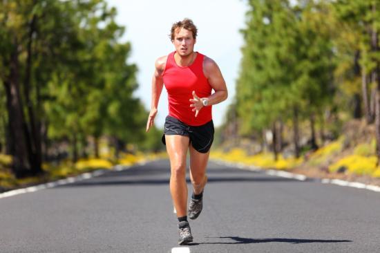 Ausdauersportler beim Laufen (Quelle: Shutterstock/Maridav)
