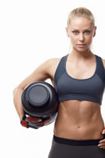 Frau mit Protein (Quelle: Shutterstock/LifePhotoStudio)