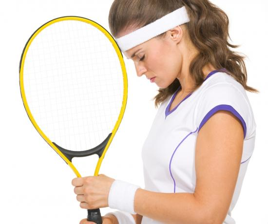 Tennisspielerin in Stresssituation (Quelle: Shutterstock/Alliance)